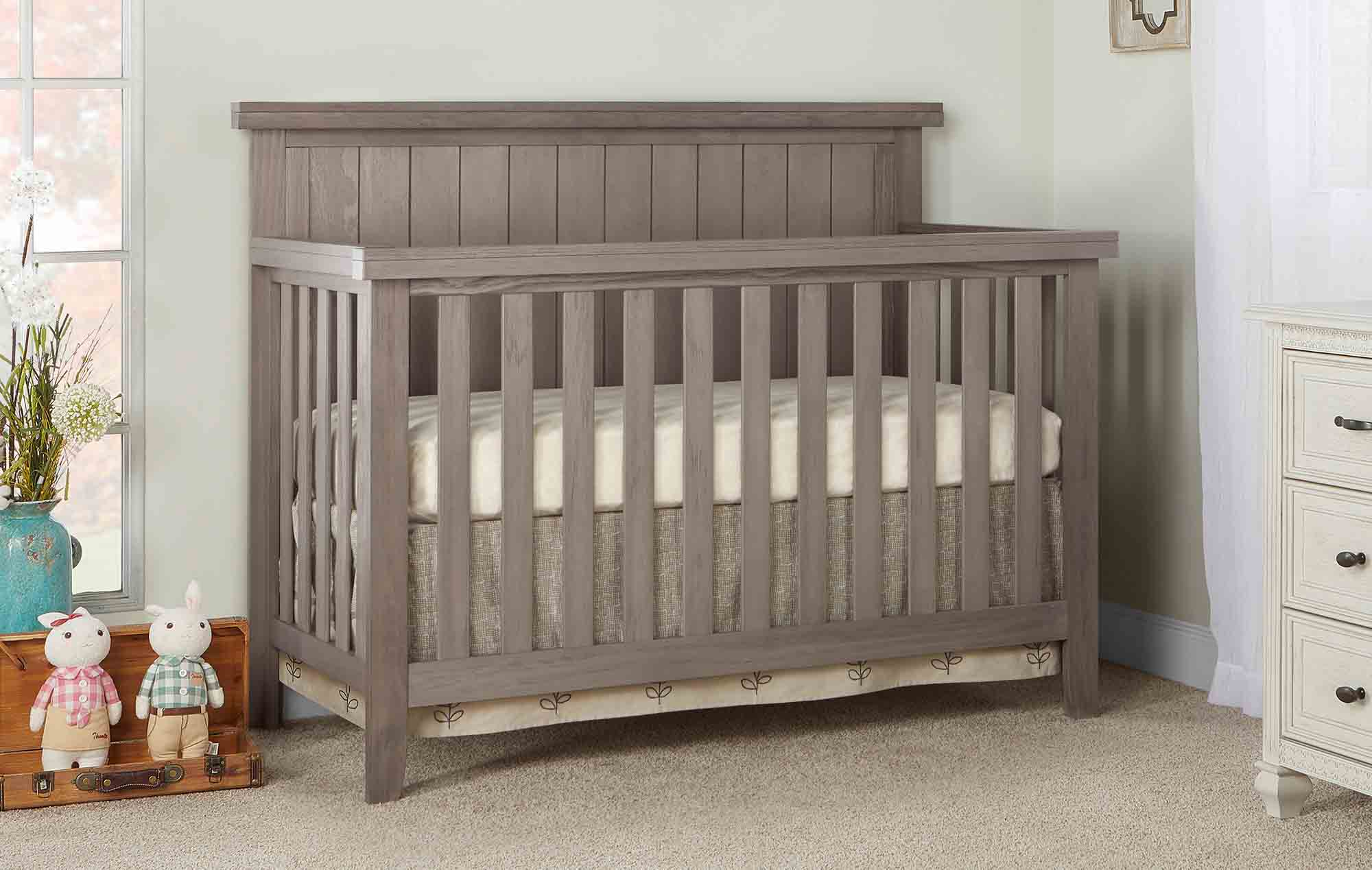 772-OAKGY Maple Convertible Crib Room Shot